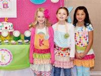 Eight Little Gurrls Wid Their Aprons On